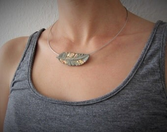 filigree steel wire necklace with concrete trailer * spring *.