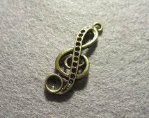 Treble clef charm x5