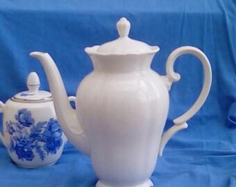 Vintage china coffee or chocolate pot. Seltmann Weiden Theresia range.