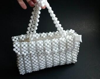White plastic beaded purse, retro white purse, 60s white beads purse  -B1