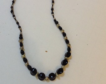 17 inch single strand black and silver necklace