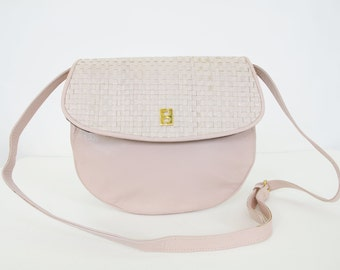 Fendi 1980's Vintage Authentic Light Pink Woven Leather Logo Crossbody Purse