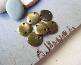 Antiqued brass connector  , metal casting link , flat round freeform  - antiqued brass finish    - 14 mm / 6 pcs  - 6am4580