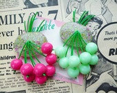Luxulite classic brooch - Gorgeous pink OR mint sparkling 40s 50s confetti lucite style novelty hot pink cherry brooch