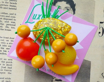 Fruity fruit salad! Handmade 40s 50s Yellow confetti lucite style novelty fruit salad brooch by Luxulite