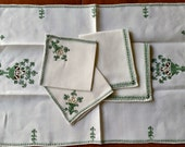 Table Linen Set, 5pc Embroidered Green, Centerpiece, Napkins, Sm Square Mats