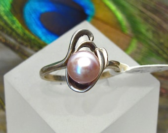 Pearl Ring: 7.5mm Silvery-Mauve Pearl ~ Cultured Freshwater Pink Pearl in Sterling Silver ~ Freeform Ring - Size 8