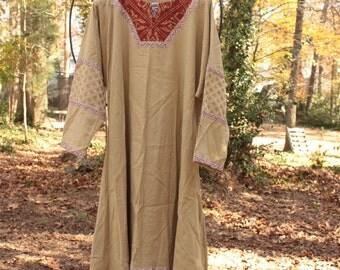 Men's Historical Tunic in beige linen, sage green medieval lion trim. SCA Garb, LARP, game of thrones, LOTR, costume shirt