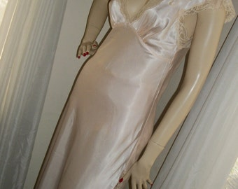 Vintage 1930s Replica Pale Peach Satin and Lace Nightgown Size S/M Lovely