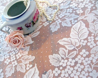 Round Tablecloth, Lace Tablecloth, Leaves, Netted Lace, White, Oval, Vintage Wedding,  by mailordervintage on etsy