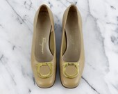 Salvatore Ferragamo Beige Leather Heels Low Pumps Chunky Heel Boutique Gancini Gold Size 5.5 B
