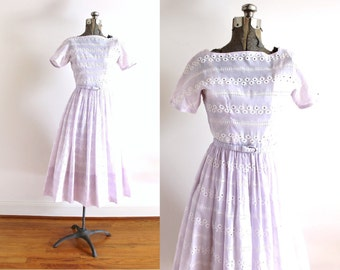 1950s Dress / 50s Dress / 50s Lilac Purple Eyelet Full Skirt Dress