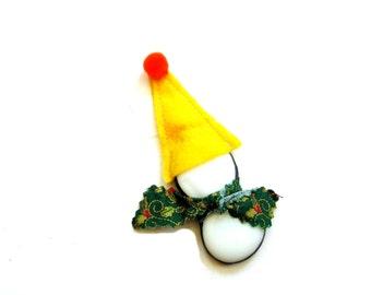 Snowman ornament, snowman figure, stained glass snowman suncatcher, winter trend, yellow hat, snow man, x-mas decoration, snowman scuplture