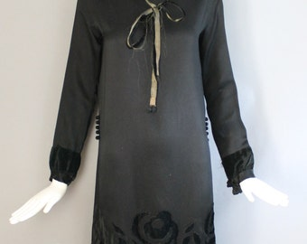1920s BLACK ROSE appliqued silk pleated drop waist Gatsby era FLAPPER dress vintage 20s goth dark glamour