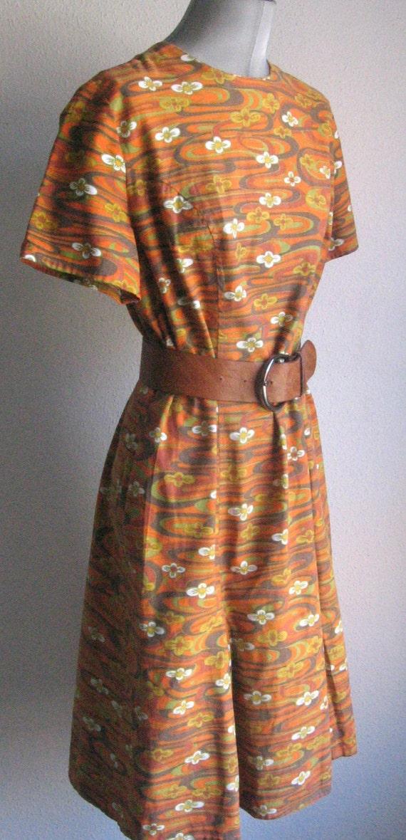 SALE 60s vtg  op art flowers cotton dress