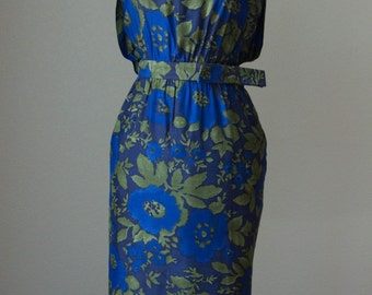 1950s-60s Floral Printed Fitted Hourglass Sheath Dress // Back Pleat Detail - Belted // Day or Night Wear // Small