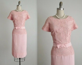 50's Lace Dress // Vintage 1950's Fitted Pink Lace Garden Party Cocktail Dress M