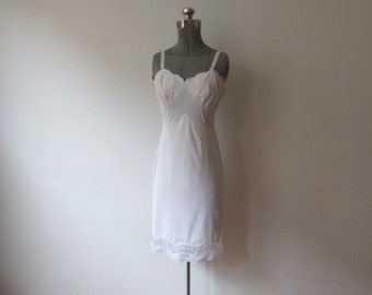 Vintage '60s Ivory Layered Nylon Snowdon Full Slip w/ Sweetest Seashell Cups! 34, Small