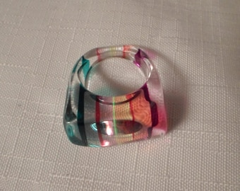 STRIPED LUCITE RING / Size 7-1/4 / Layered / Laminated / Go-Go / Disco / Rainbow / Multicolor / Fashionista / Trendy / Chic / Accessory