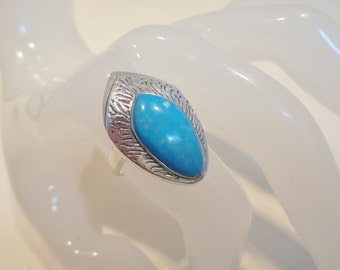 Vintage Sterling Silver Turquoise Ring Signed 925 *5.3 Grams* Native Size 7.25 Tribal Size 7.25 Statement Boho Native