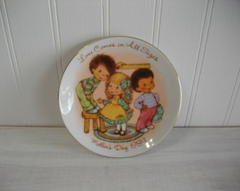 Avon Collectible Mothers Day 1984 Plate, Love Comes in All Sizes Mothers Day 1984 Avon Mini 5 inch Plate, Vintage Avon Collectible Plate