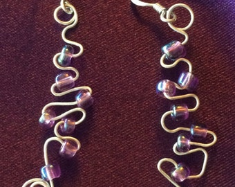 Wire and beads Zig Zag Earrings. Purple beads, silver plated wire.