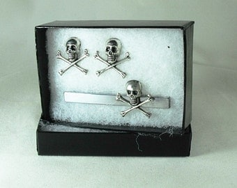 Mens Tie Clip and Cuff links Silver Pirate Skull and Cross Bones, Steampunk Gothic Mens Accessory Wedding Groomsmen Handmade