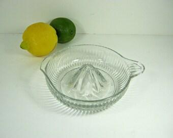 Vintage RIBBED CiTRUS REAMER Deep Juicer Juice Clear Glass