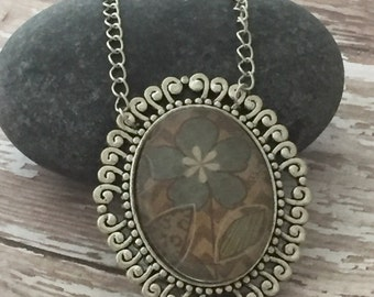 Flower pendant necklace, Blue flower necklace, Glass dome necklace, Daisy Necklace, Wildflower necklace, Flower pendant, bridesmaid necklace