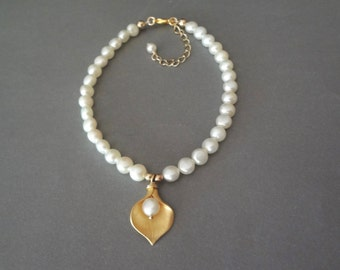 Gold Calla lily pearl bracelet ~ Freshwater pearls  ~ Bridal jewelry ~ Brides bracelet ~ Wedding Jewelry ~ Gift