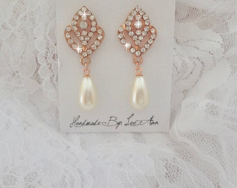 Rose gold pearl earrings, Rose buds, Brides earrings, Crystal earrings, Swarovski pearl earrings, Art deco, Vintage style, Wedding earrings