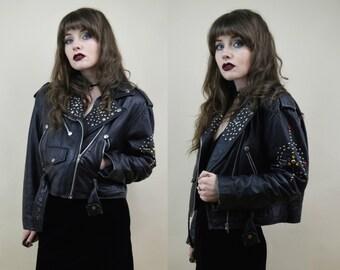 80s 90s Grunge Goth Black Leather Punk Customized Studded Stars Gems Beaten Up Classic Cropped Motorcycle Leather Biker Jacket Coat M