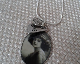 Victorian,  Minimalist, Victorian Lady Cameo Pendant with Love Tag and Heart Charms Necklace with Silver Snake Chain Jewelry