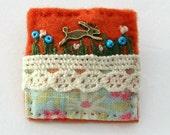 Hare brooch - rabbit brooch - animal lover gifts - hand sewn brooch - felt brooch