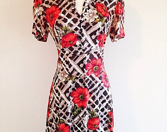Vintage 1970s Red Poppies and Brown Lattice Novelty Print Maxi Dress