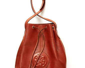 REDUCED was 325 now 240 gorgeous vintage 80s/90s FENDI textured leather brown tan gold hardware drawstring bucket bag
