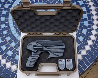 Farscape peacekeeper special kit version - custom graphics hard case with a Painted Peacekeeper pulse prop, 2 ID farscape Id badge props.