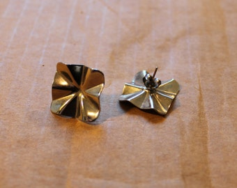 1980s Metal Scallop Earrings