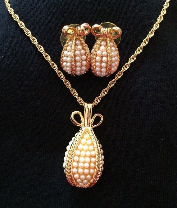 Joan rivers egg necklace and earring set faux pearls s1828 for Joan rivers jewelry necklaces