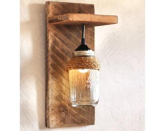Mason jar light fixture – Reclaimed wood wall sconce – Barnwood lighting – Modern rustic lamp – Wall mounted light – Rustic décor – Country