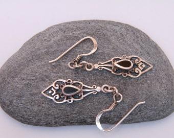 Sterling silver and black onyx dangle earrings / dainty earrings / healing gemstone jewelry / dainty black onyx dangle earrings / black onyx