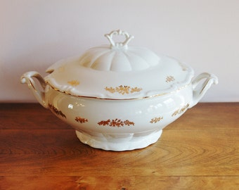 Walbrzych Poland Porcelain Soup Tureen, 2.5 Quart Covered Vegetable Bowl, Stew Serving White and Metallic Gold Flowers, 9005-06 Polish China
