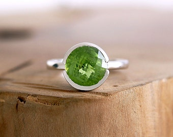 Peridot engagement ring in sterling silver Peridot ring Green stone ring Solitaire engagement ring August birthstone