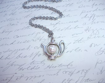 Teapot necklace with pearl