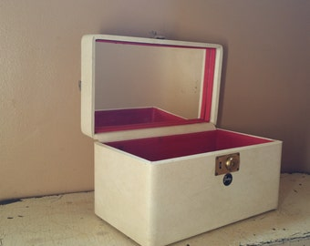 Genuine Shortrip White Train Case with Red Lining Mirror