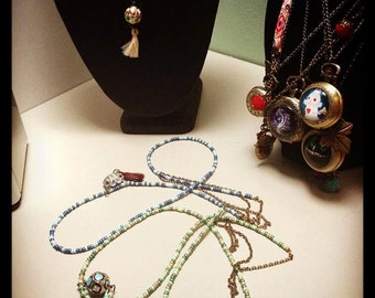 Chinese Lantern Necklace: long necklace of rocaille Pompom and Chinese traditional stove-piped pearls