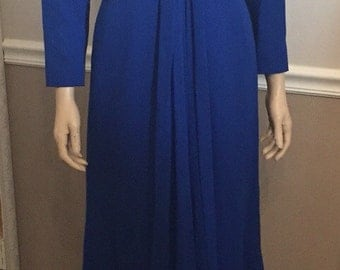 Stunning Blue Travilla formal Chiffon layered Gown / size 8
