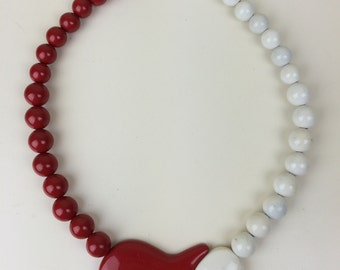 red & white heart pendant bead necklace 80s