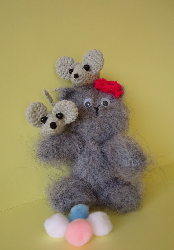 Amigurumi animals knitted persian ?at and mouses. by DOMNIKIA