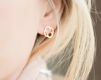 Gold Tiny Post Earrings // Quatrefoil Stud Earrings // Delicate Post Earrings // Everyday Earrings